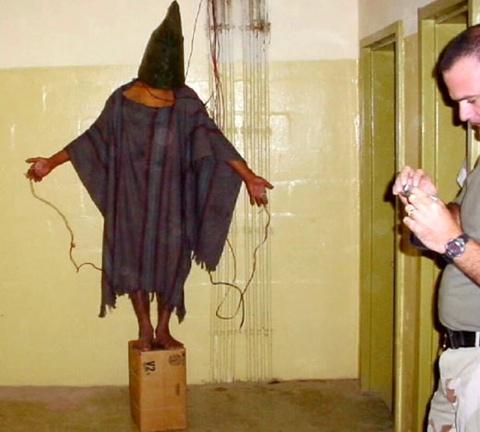 Photos d'actes de torture perpétrés par l'armée Américaine à Abou Ghraib en Irak