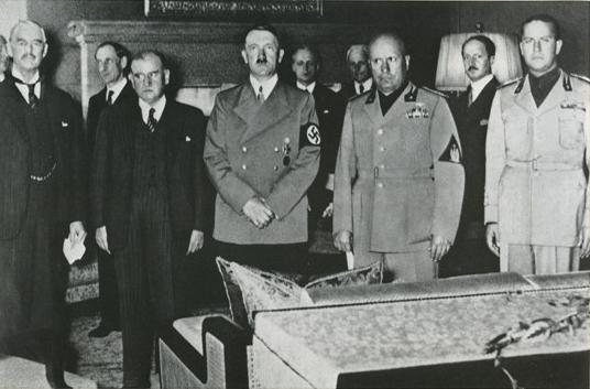 1938 Signature des accords de Munich Neville Chamberlain Edouard Daladier Adolf Hitler Bénito Mussolini