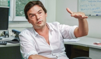 Thomas Piketty dans son bureau