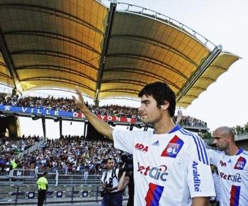 Yoann Gourcuff est présenté au public lyonnais au Stade de Gerland